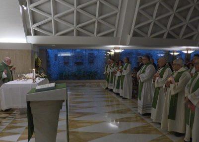 Papa: ser cristão significa aceitar o caminho de Jesus até a cruz