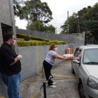 Catedral realiza entrega do Pão de Santo Antônio