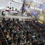 Catedral mantém distanciamento nos bancos