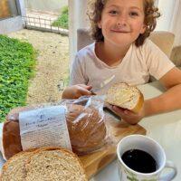Hoje no fim da tarde tem Pão de Santo Antônio fresquinho