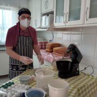 Monsenhor já está preparando os bolos para o Leilão