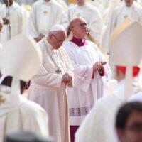 Mostrar o rosto da Igreja, com particular atenção aos pequenos e pobres, afirma o Papa