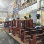 Multirão da limpeza da catedral realiza manutenção de bancos e painéis